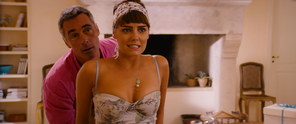 Walking in Sunshine: Greg Wise insieme ad Annabel Scholey in una scena del film