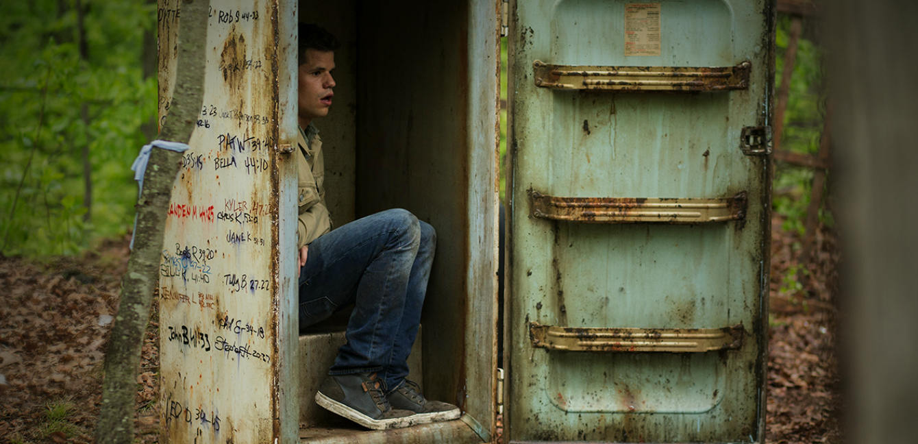 The Leftovers: uno dei gemelli Carver nell'episodio Solace for Tired Feet