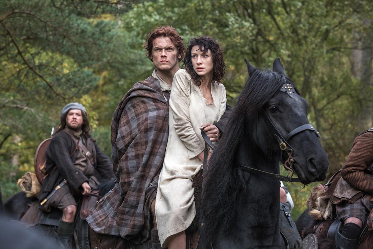 Outlander: Caitriona Balfe con Sam Heughan nel pilot della serie