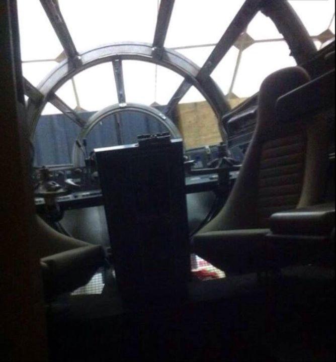 Star Wars Episode VII: la cabina di pilotaggio del Millennium Falcon
