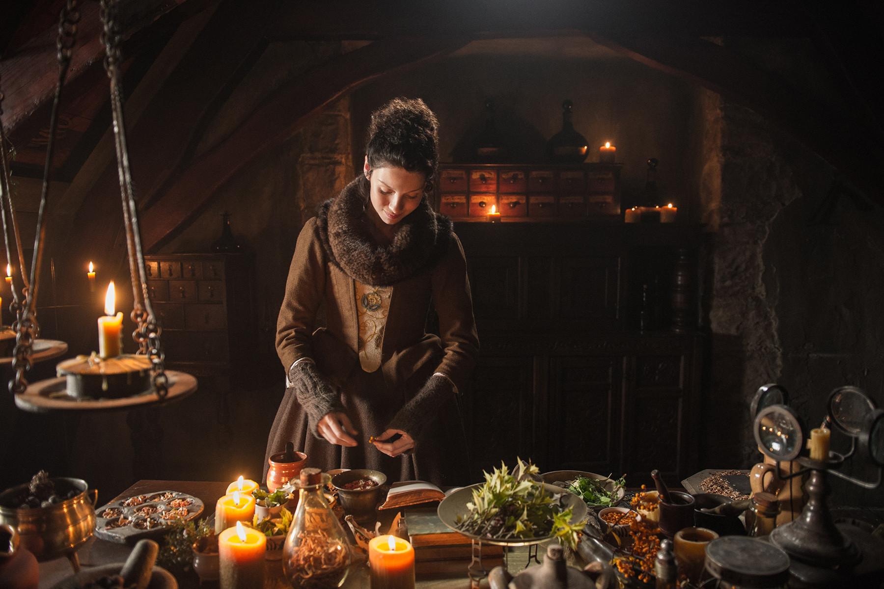 Outlander: Caitriona Balfein una scena del pilot