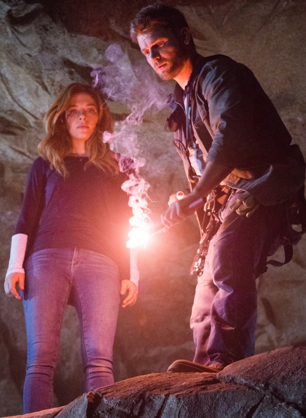 Under the Dome: Rachelle Lefevre con Mike Vogel nell'episodio Going Home