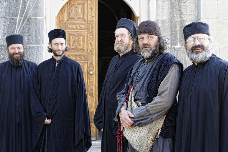 Words with Gods: Emir Kusturica sul set dell'episodio Our Life, di cui è interprete e regista