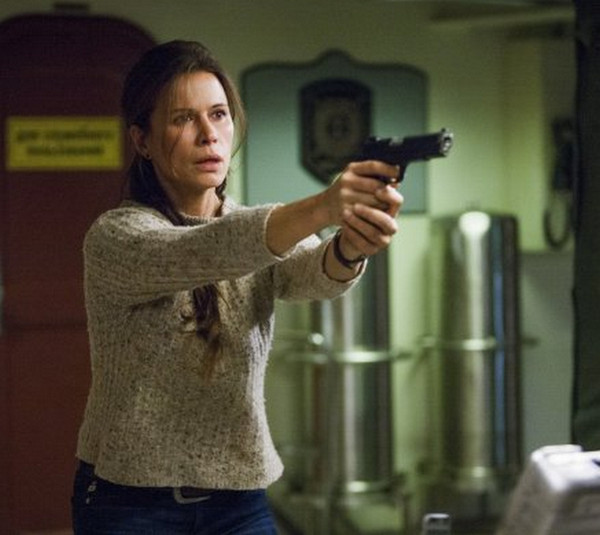 The Last Ship: Rhona Mitra nell'episodio Two Sailors Walk Into a Bar...