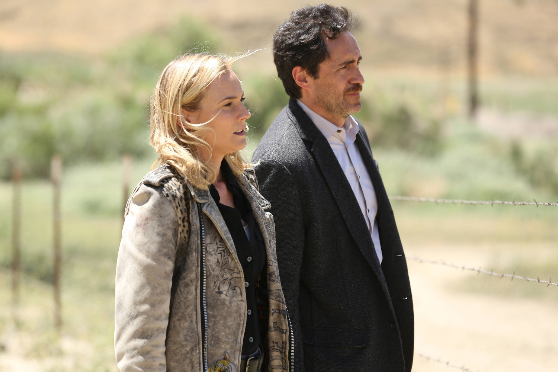 The Bridge: Diane Kruger e Demian Bichir nell'episodio Harvest of Souls
