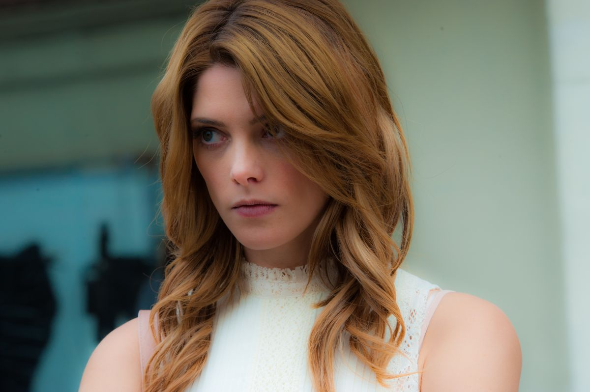 Ashley Greene, la fidanzata zombie, in una scena di Burying the Ex