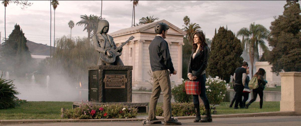 Burying the Ex: Anton Yelchin con Alexandra Daddario in una scena