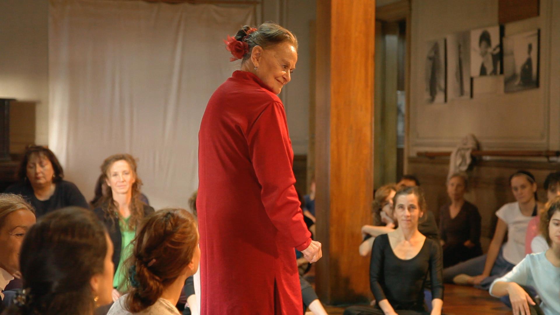 La danzatrice Maria Fux in una scena del film Dancing with Maria