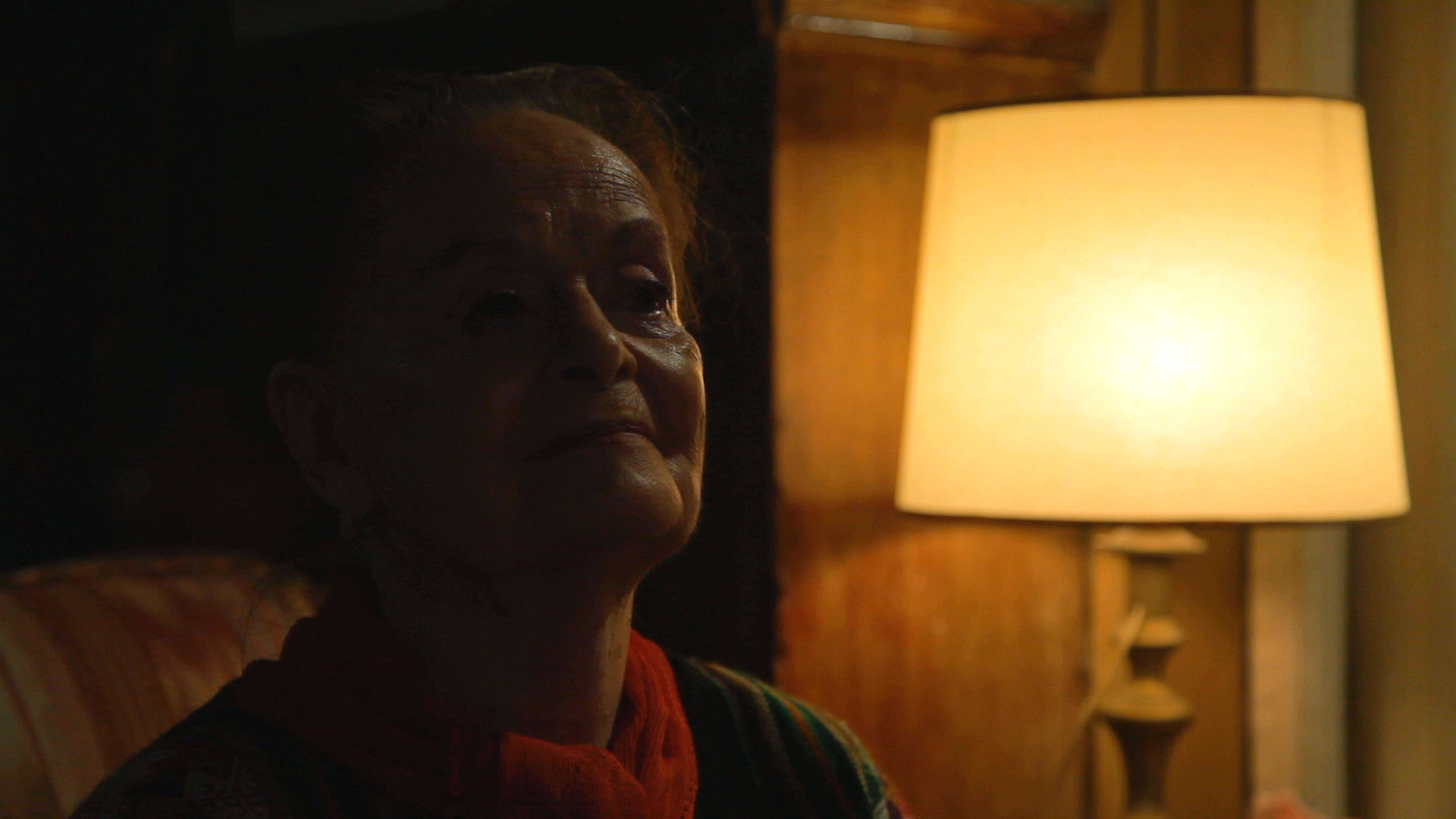 Un intenso primo piano di Maria Fux nel film Dancing with Maria