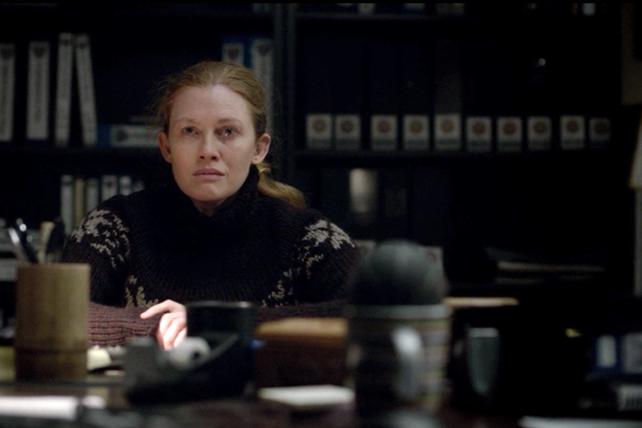 The Killing: Mireille Enos in una scena dell'episodio Truth Asunder
