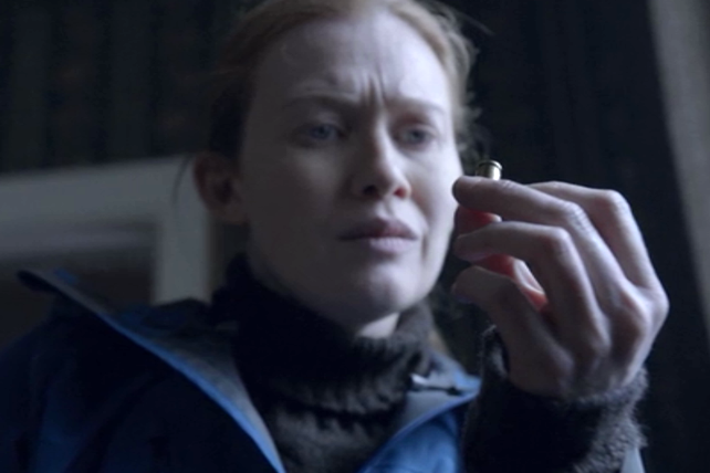The Killing: Mireille Enos in una scena dell'episodio Eden