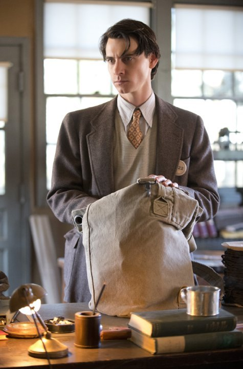 Manhattan: Harry Lloyd nell'episodio Last Reasoning of Kings