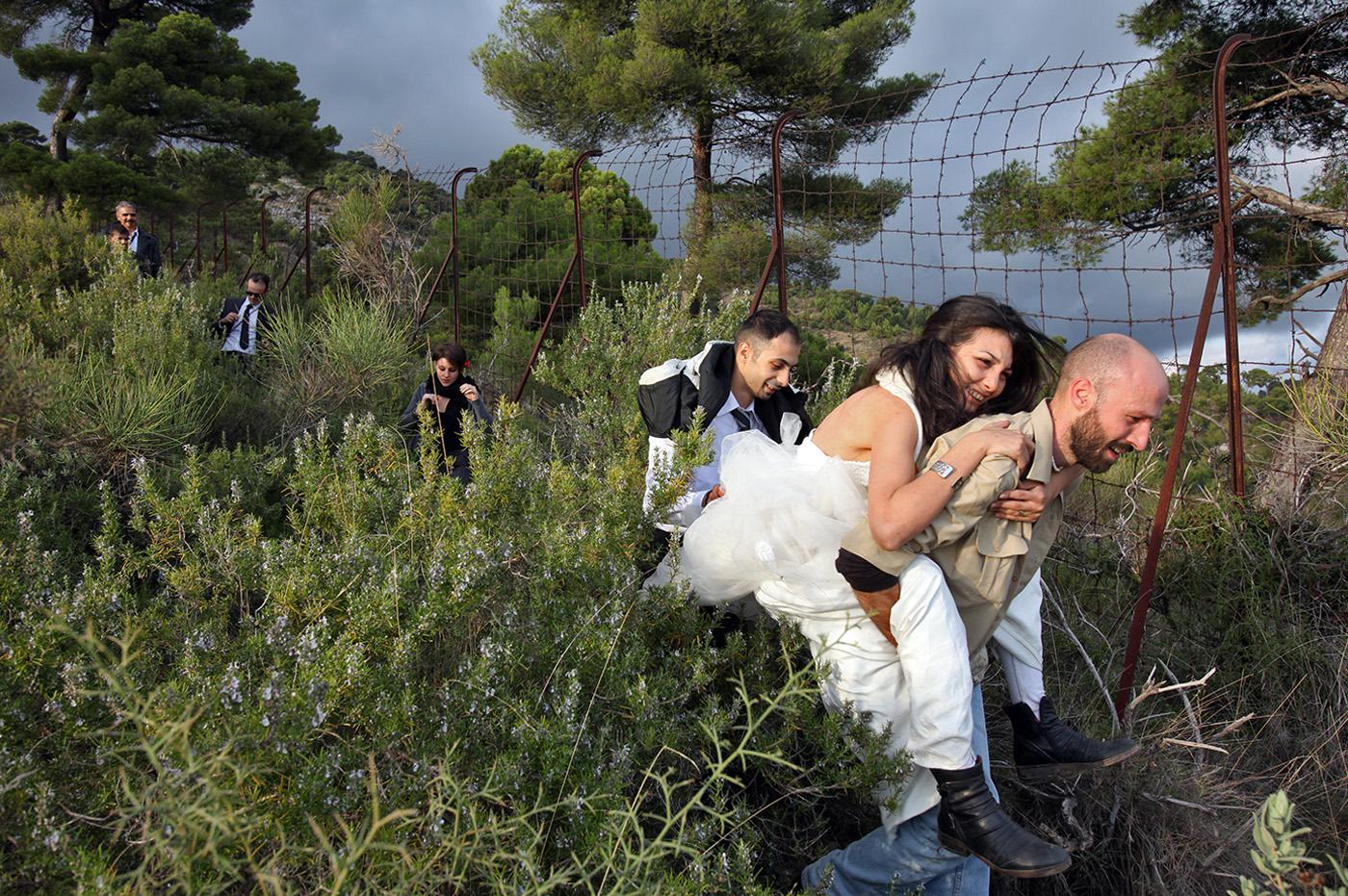 Io sto con la sposa: Tasneem Fared in una buffa scena del documentario sull'immigrazione