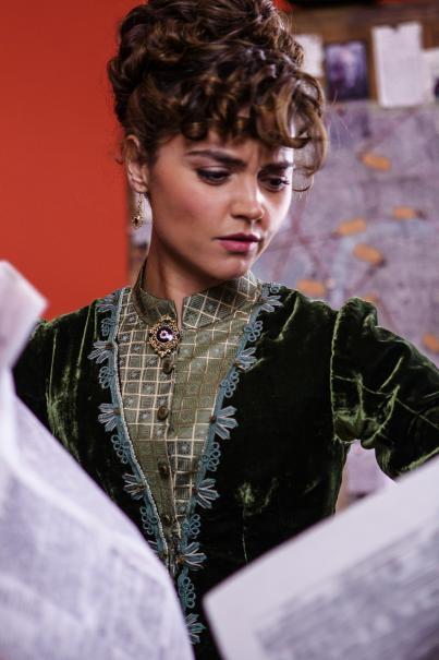 Doctor Who: una scena con Jenna Coleman nell'episodio Deep Breath