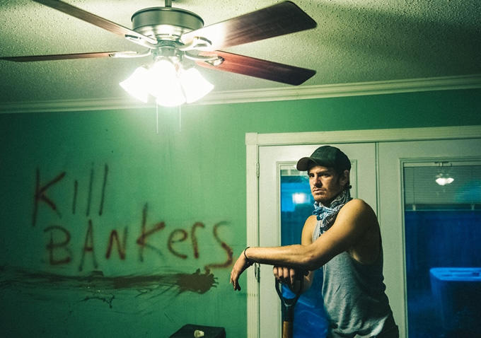 Andre Garfield in una scena del film 99 Homes
