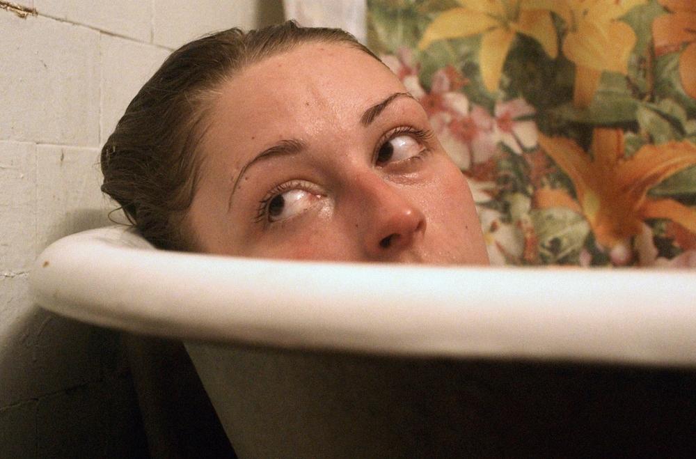 Heaven Knows What: Arielle Holmes in una scena del film