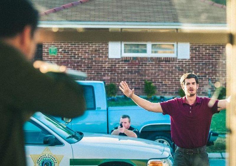 99 Homes: Andrew Garfield in una scena del film
