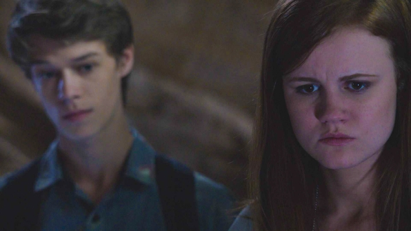 Under the Dome: Mackenzie Lintz e Colin Ford nell'episodio Awakening
