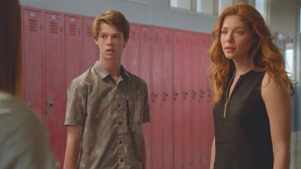 Under the Dome: Colin Ford e Rachelle Lefevre nell'episodio Awakening