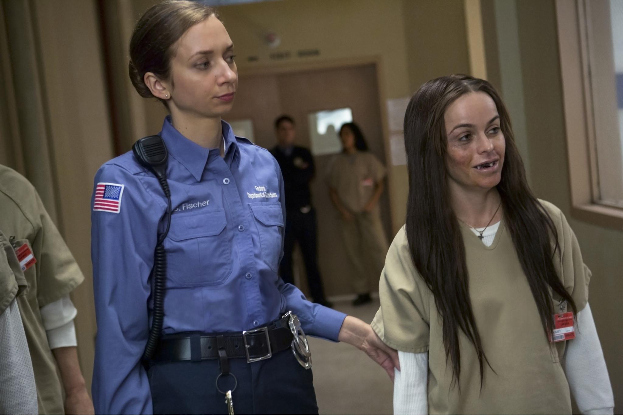 Orange Is the New Black: Taryn Manning, Lauren Lapkus nell'episodio Looks Blue, Tastes Red
