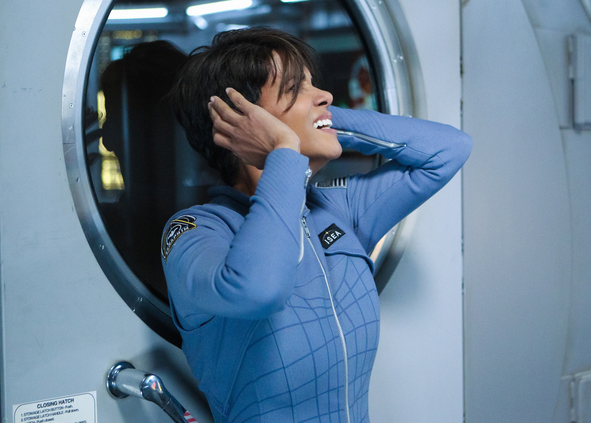Extant: Halle Berry in una scena dell'episodio More in Heaven and Earth