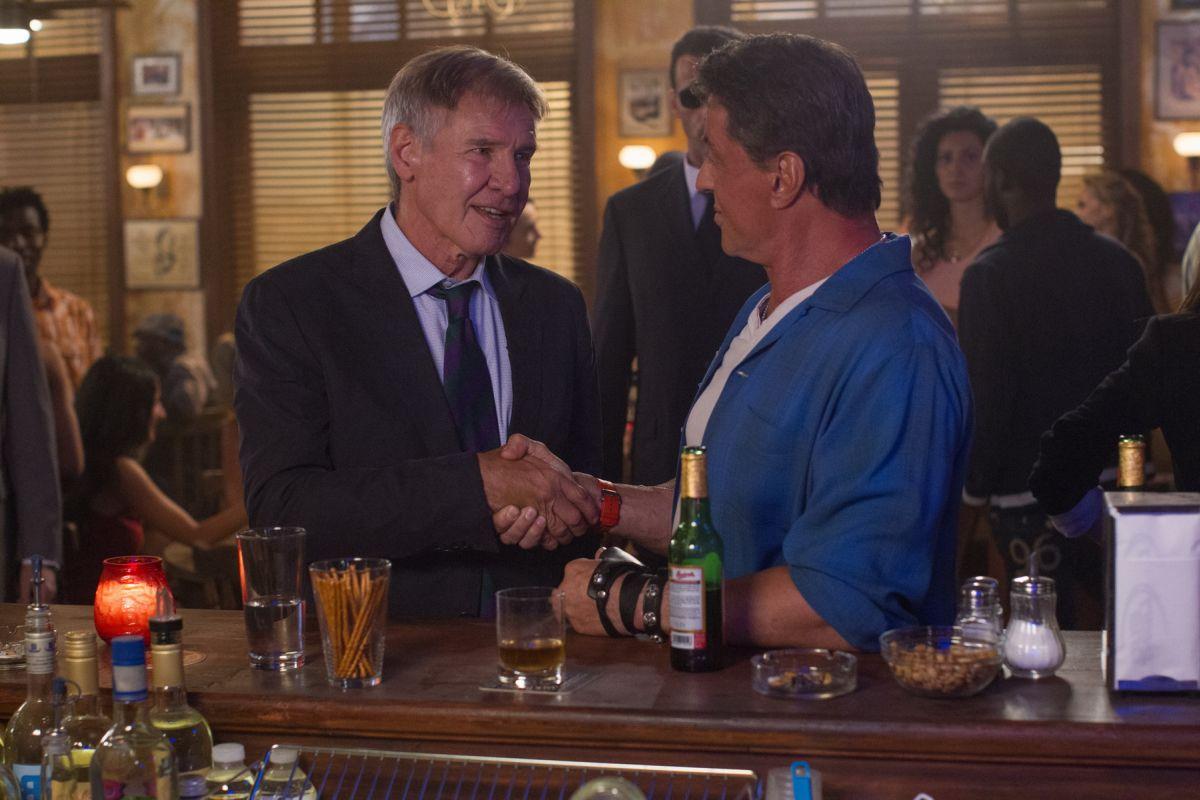 Harrison Ford con Sylvester Stallone in una scena de I mercenari 3 - The Expendables