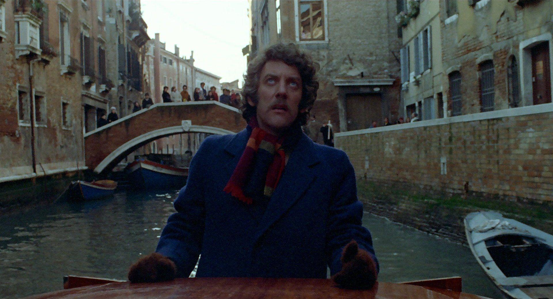 A Venezia... un dicembre rosa shocking: Donald Sutherland in una tesa sequenza