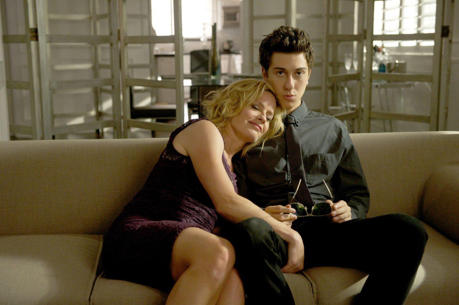 Comportamenti molto... cattivi: Elisabeth Shue con Nat Wolff in una scena del film