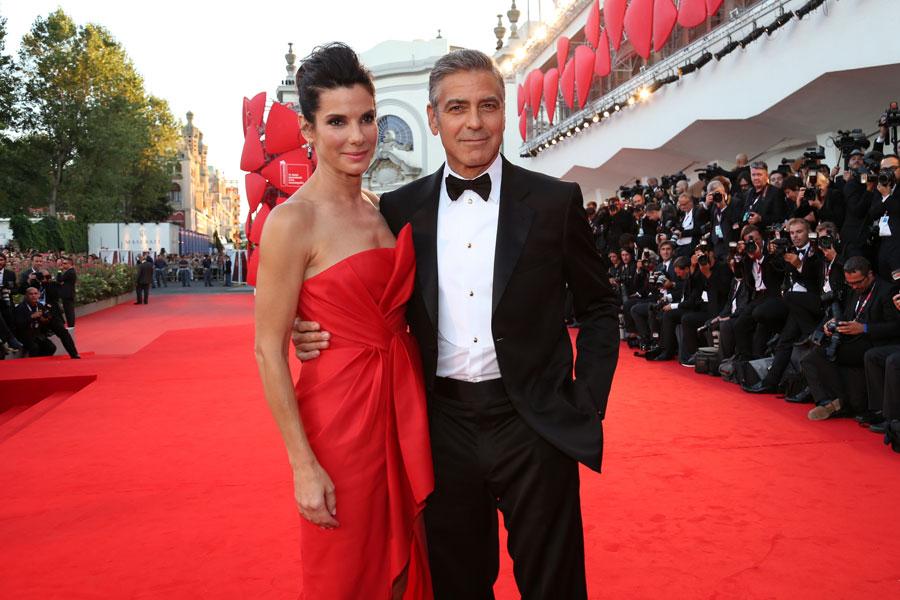 Venezia 2013: Sandra Bullock e George Clooney sul red carpet per Gravity