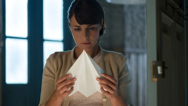 Velvet: un'immagine di Paula Echevarria nella prima stagione