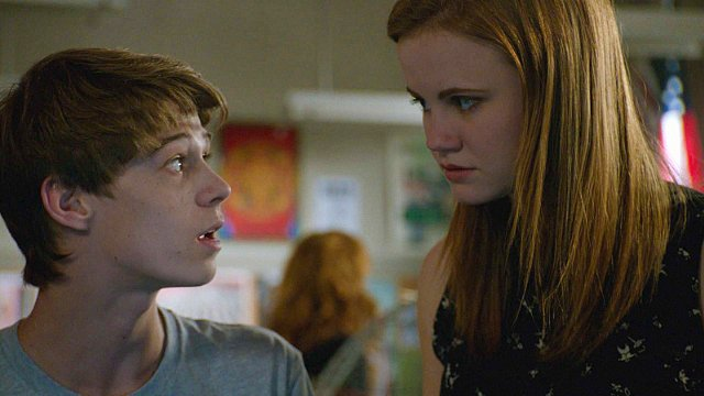 Under the Dome: Colin Ford e Mackenzie Lintz nell'episodio The Red Door