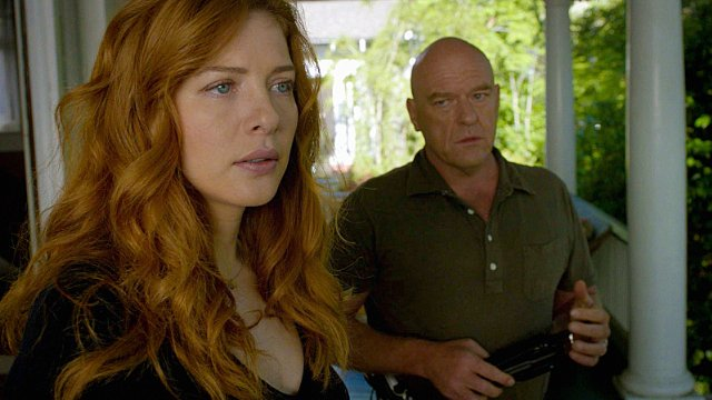 Under the Dome: Rachelle Lefevre e Dean Norris nell'episodio The Red Door