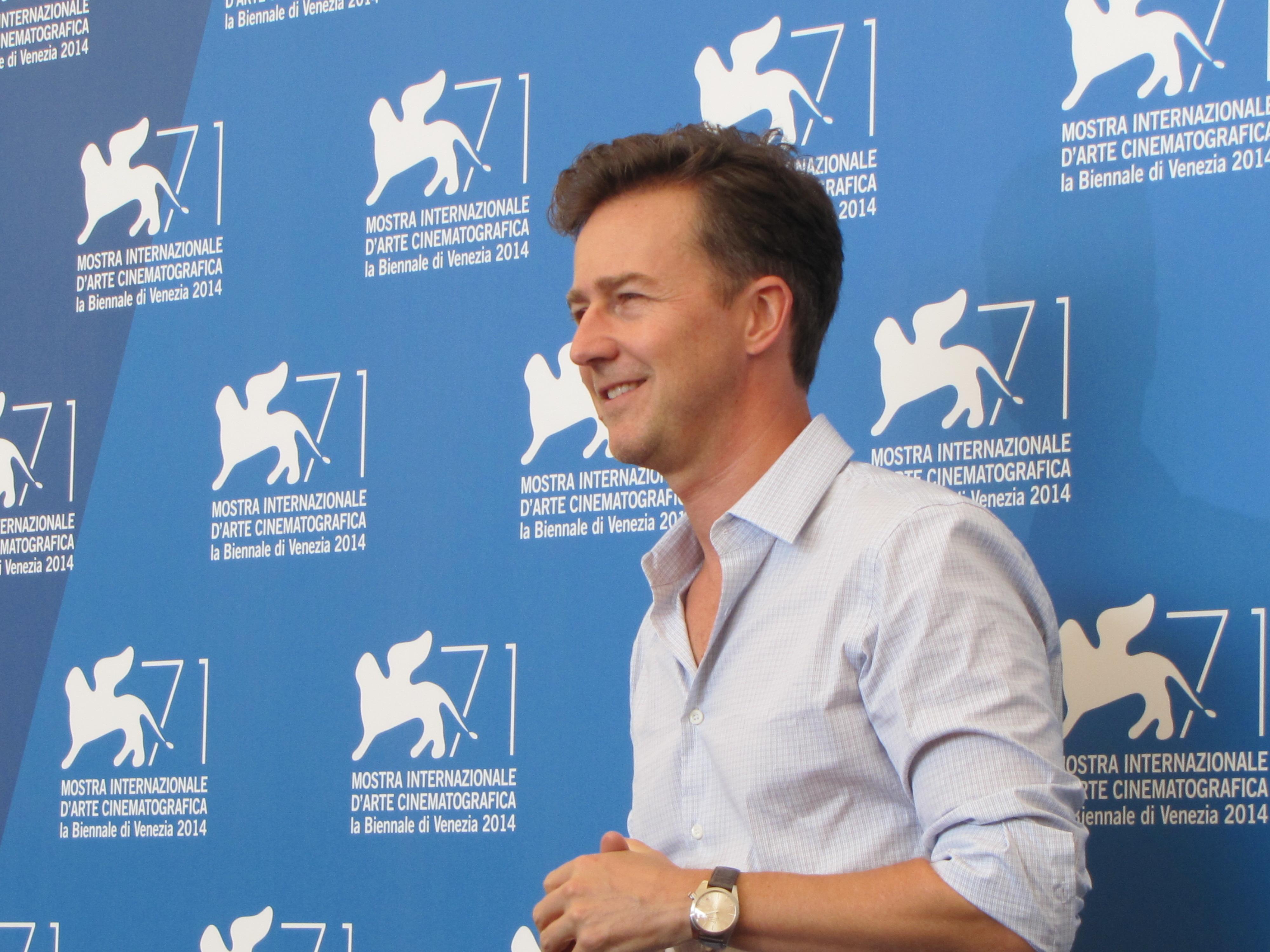 Edward Norton presenta Birdman a Venezia 71, nel 2014