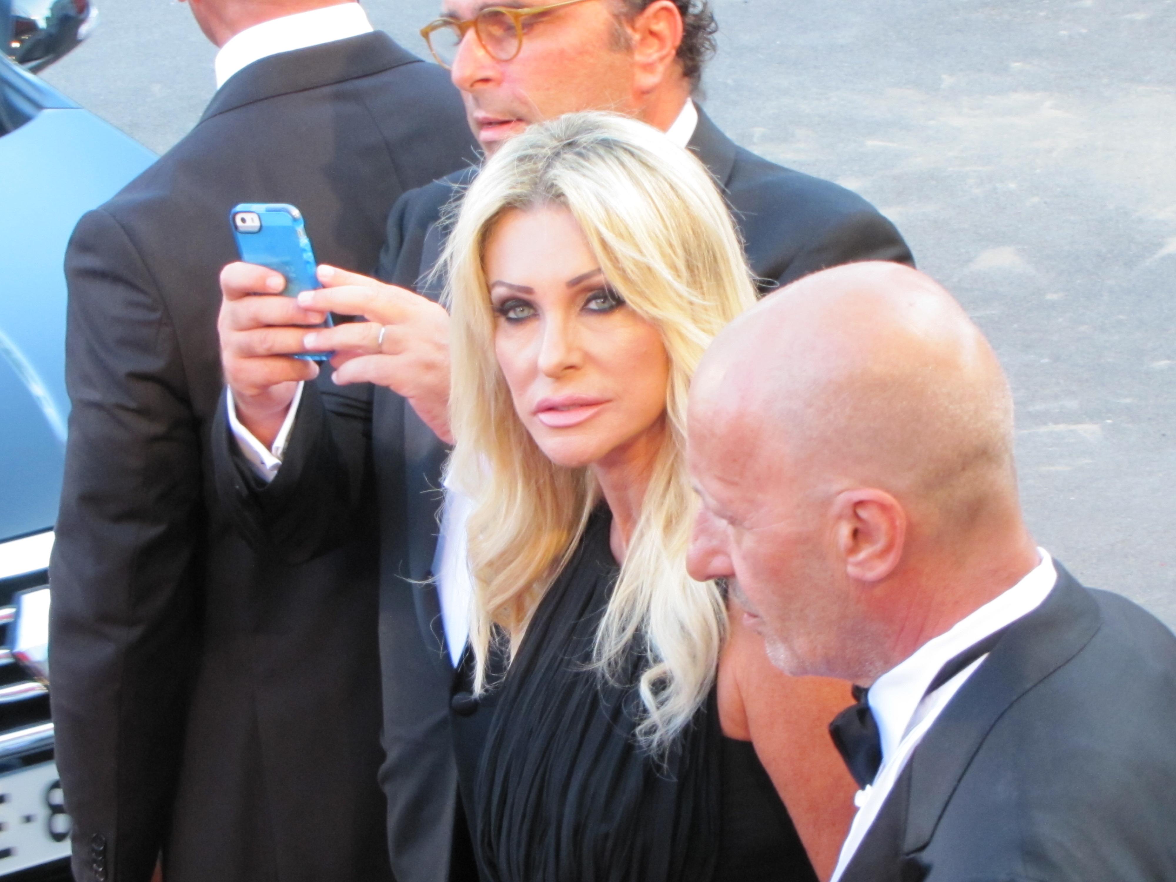 Venezia 2014, la conduttrice Paola Ferrari sul red carpet della serata inaugurale
