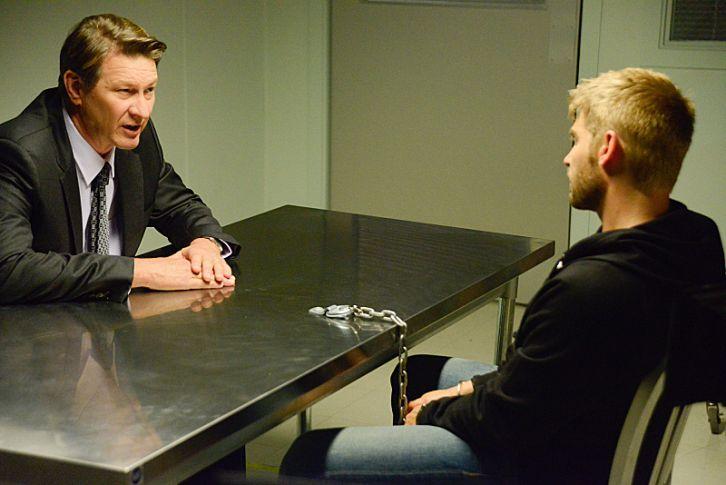 Under the Dome: Brett Cullen e Mike Vogel nell'episodio The Red Door