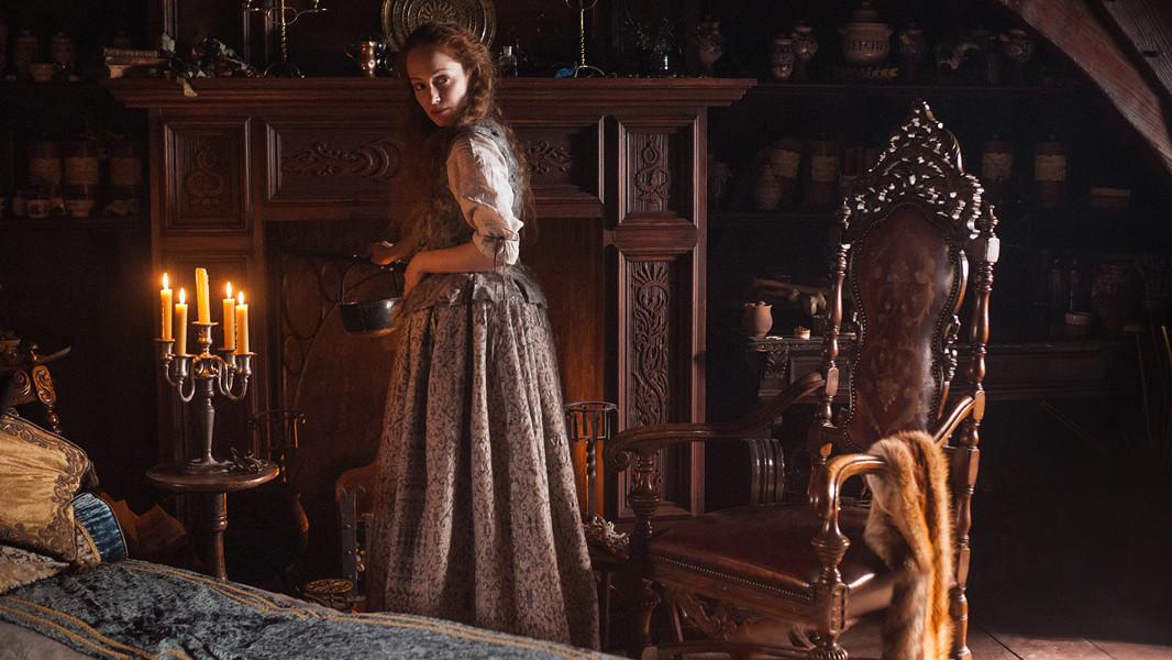 Outlander: un'immagine di Lotte Verbeek nell'episodio The Way Out