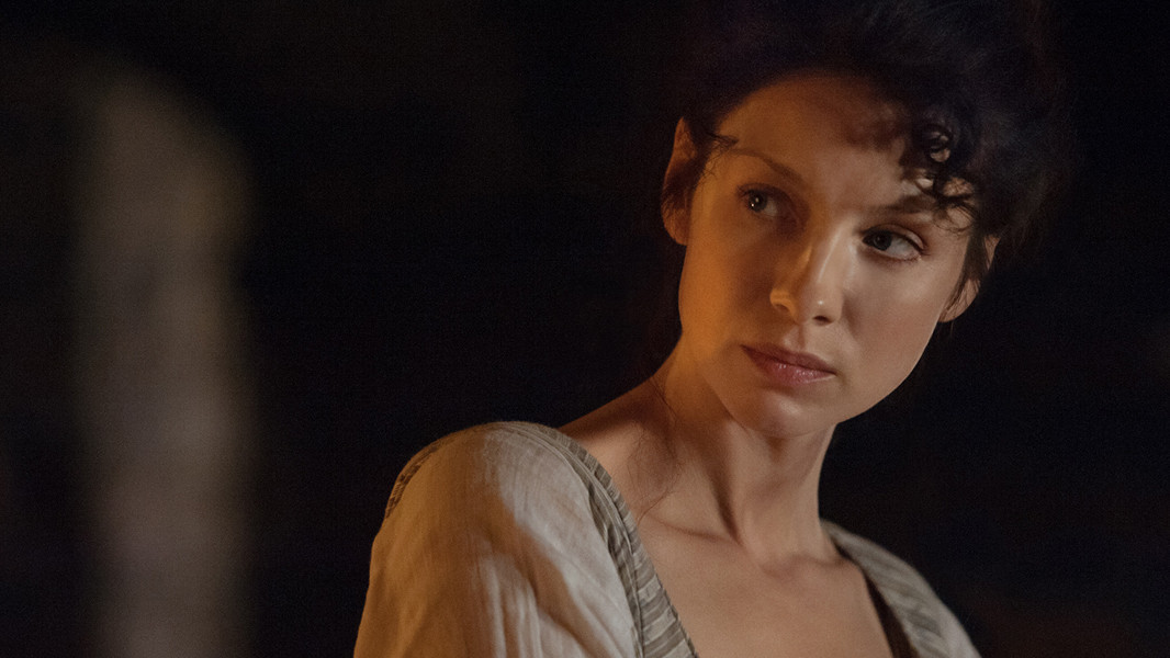 Outlander: un primo piano di Caitriona Balfe nell'episodio The Way Out