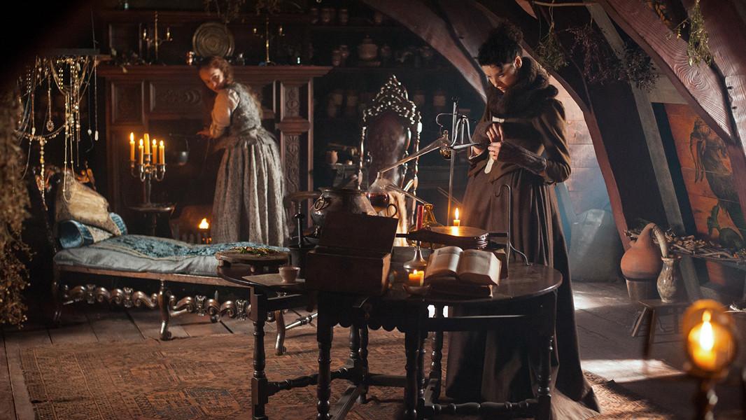 Outlander: un'immagine di Caitriona Balfe nell'episodio The Way Out