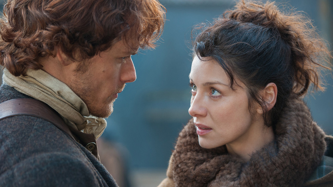 Outlander: Sam Heughan e Caitriona Balfe nell'episodio The Way Out