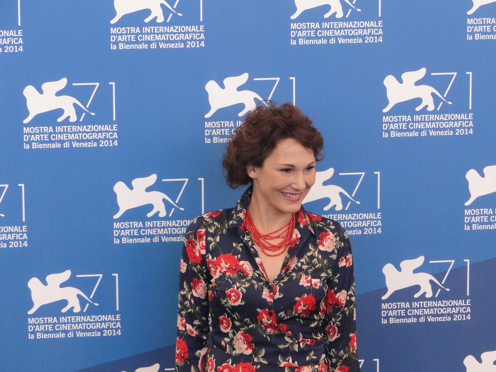 Venezia 2014: Anna Ferruzzo saluta al photocall di Anime nere