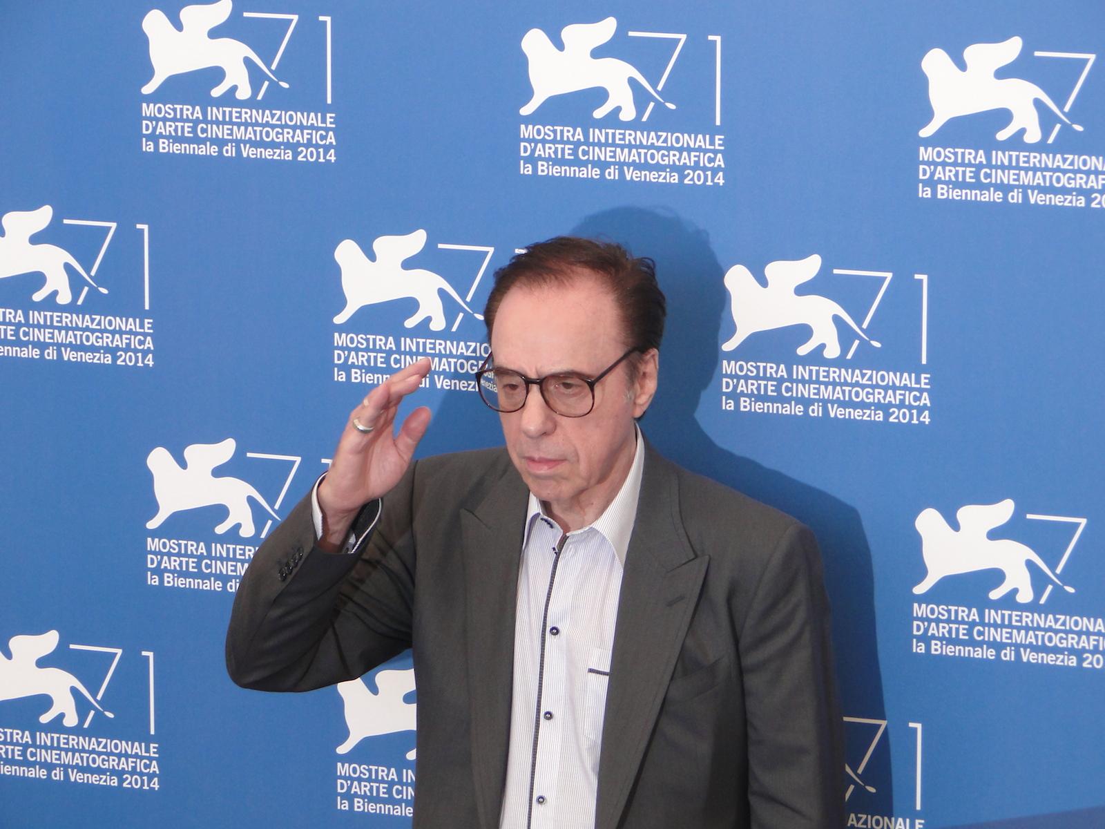 Venezia 2014: Peter Bogdanovich saluta al photocall di She's Funny That Way