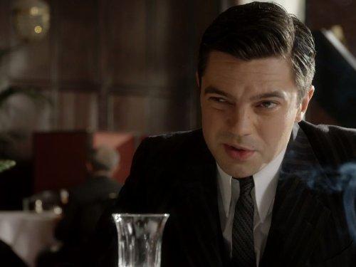 Fleming - Essere James Bond: Dominic Cooper in una scena