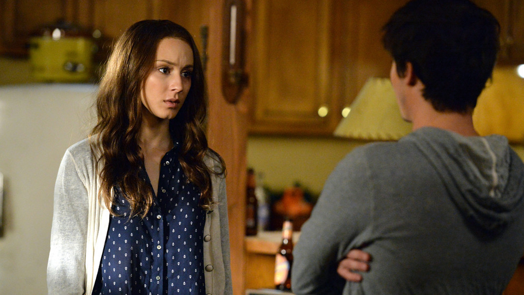 Pretty Little Liars: Troian Bellisario nell'episodio March of Crimes