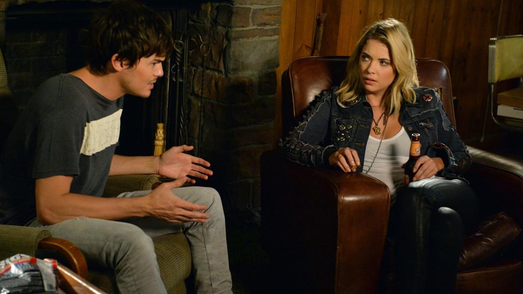 Pretty Little Liars: Ashley Benson e Tyler Blackburn nell'episodio March of Crimes