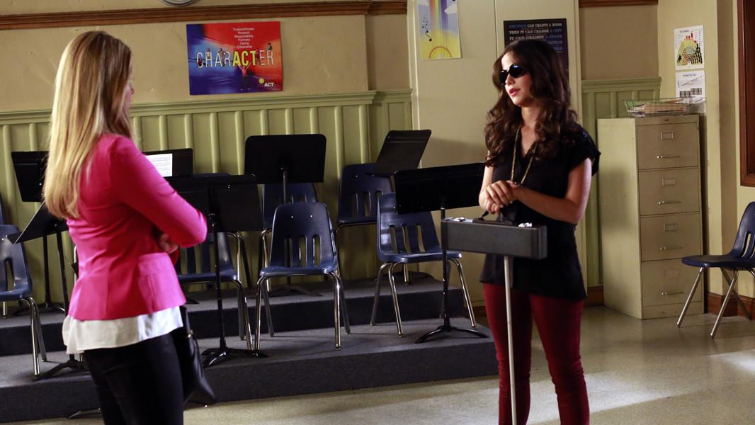 Pretty Little Liars: Tammin Sursok nell'episodio March of Crimes
