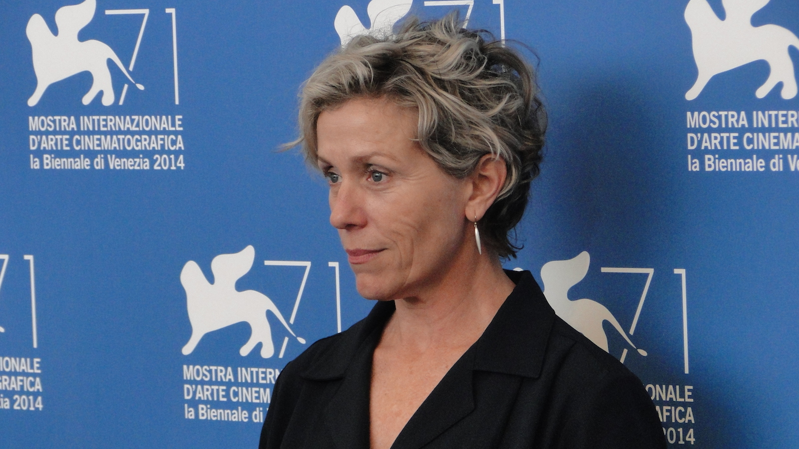 Olive Kitteridge: Frances McDormand posa al photocall di Venezia 2014