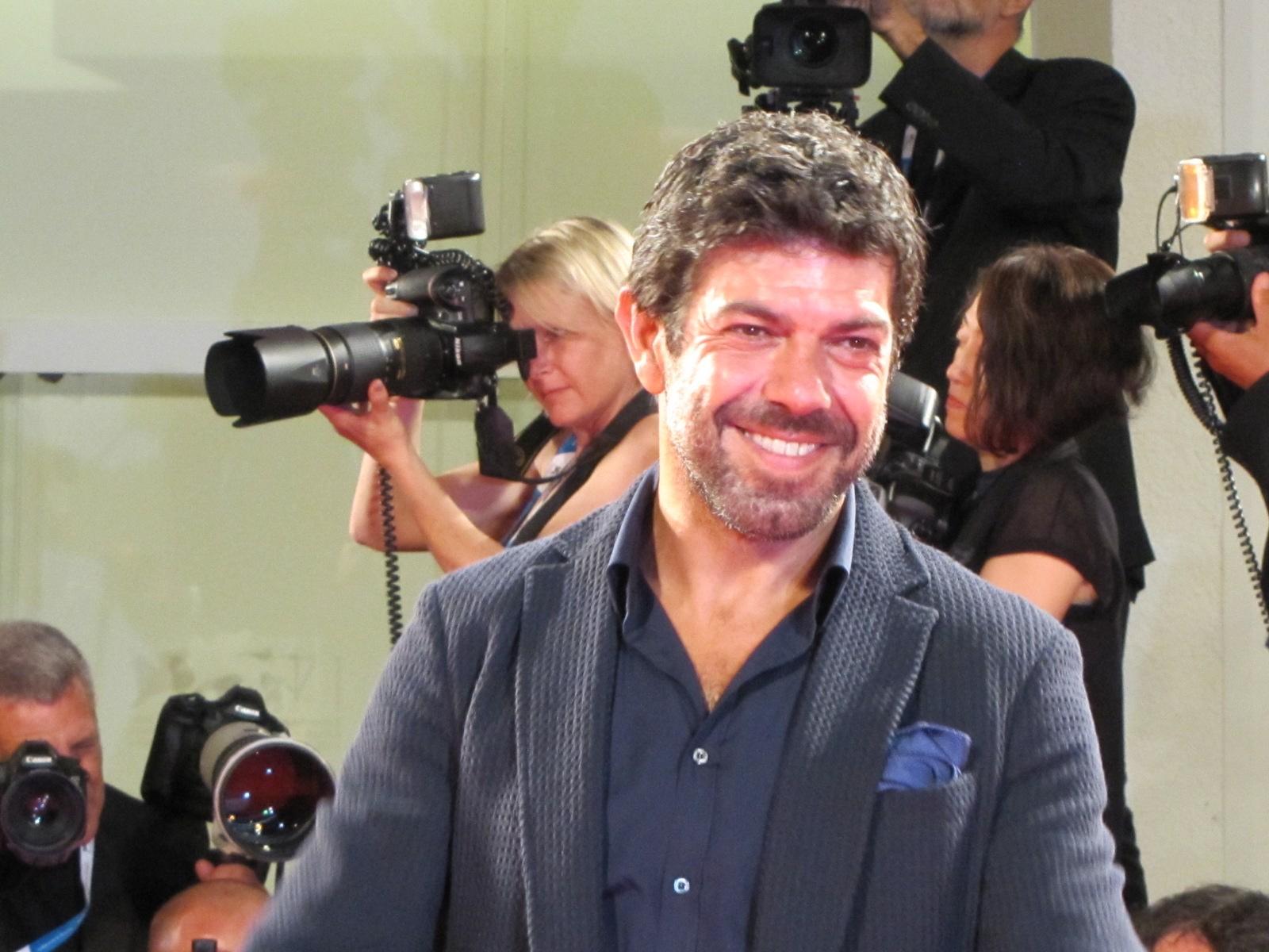 Senza nessuna pietà a Venezia 2014 - Pierfrancesco Favino sul red carpet