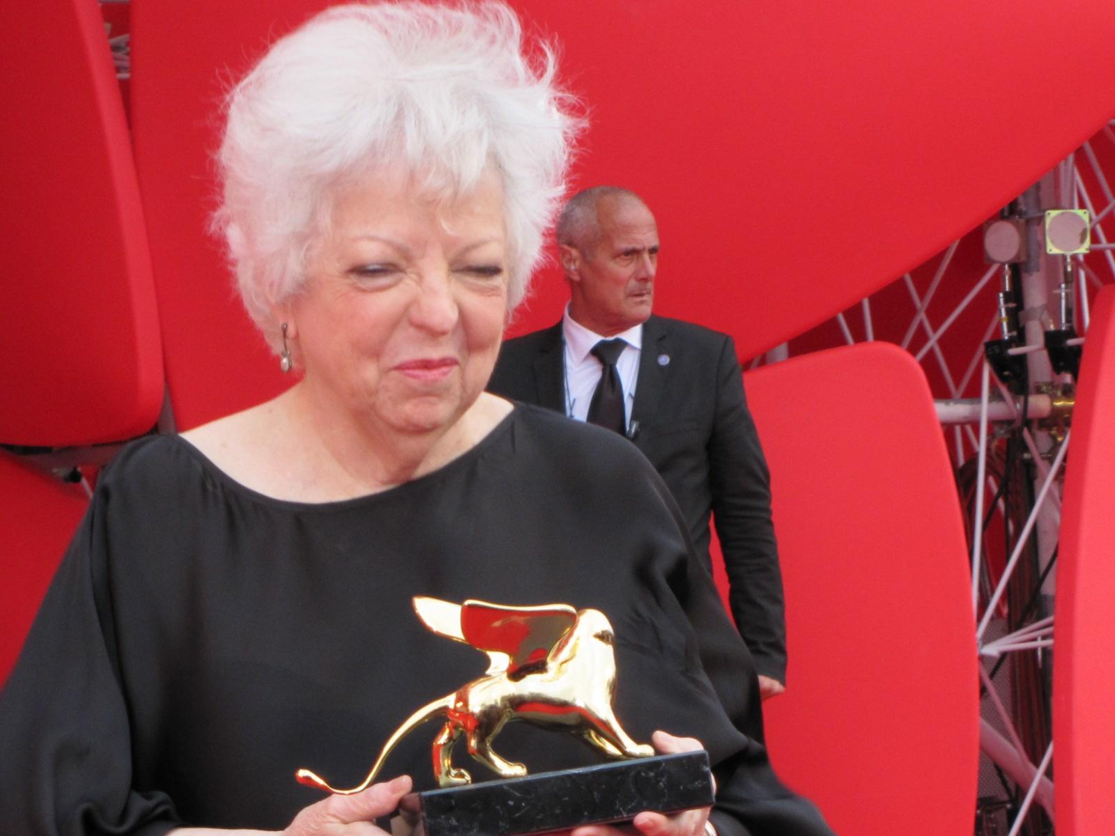 Thelma Schoonmaker con il suo Leone d'Oro alla carriera, Venezia 2014