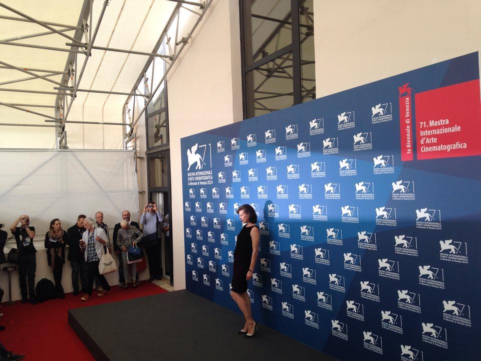 Venezia 2014, Milla Jovovich durante il photocall di Cymbeline