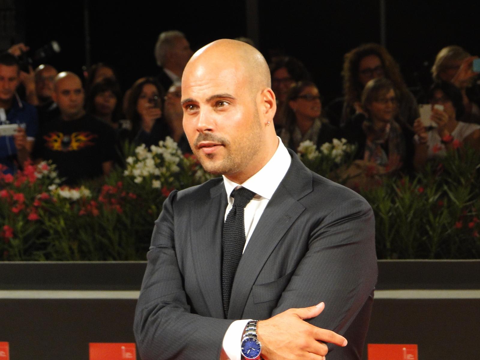 Marco D'Amore sul tappeto rosso di Venezia 2014 per Perez.